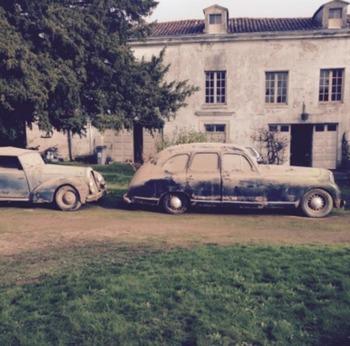 Sesenta autos clásicos sin uso fueron descubiertos en un granero francés
