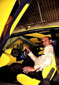 Un hombre construye a mano un Lamborghini Aventador