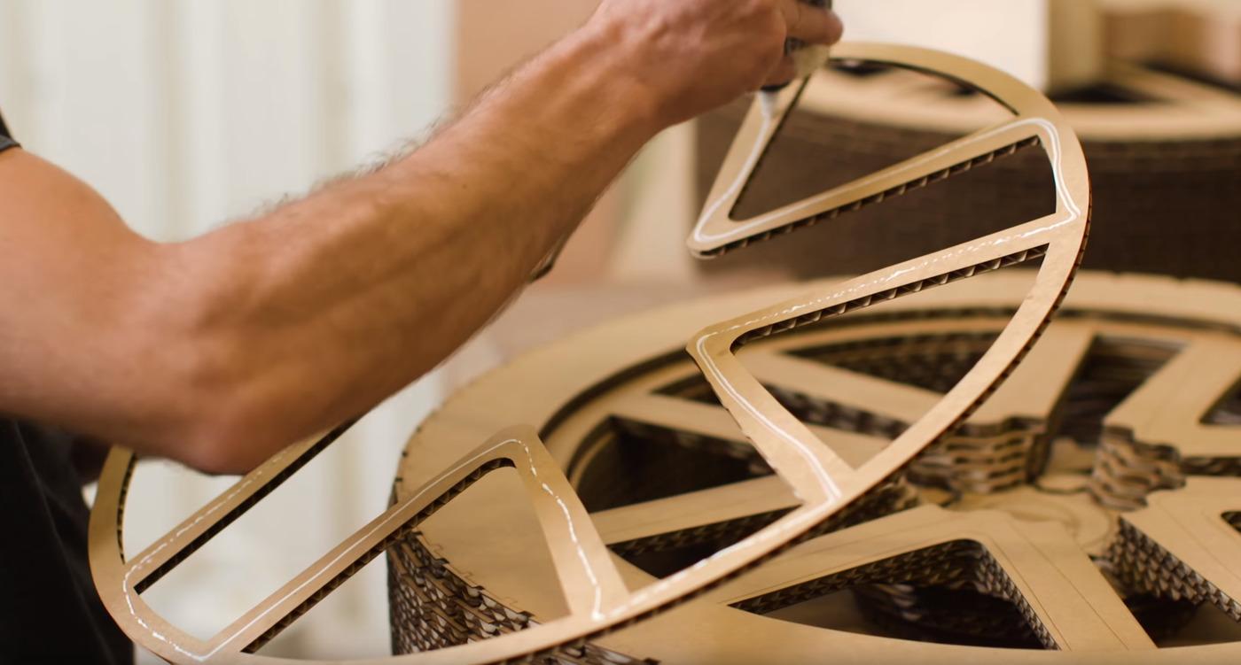 Cardboard car glueing wheels w1400