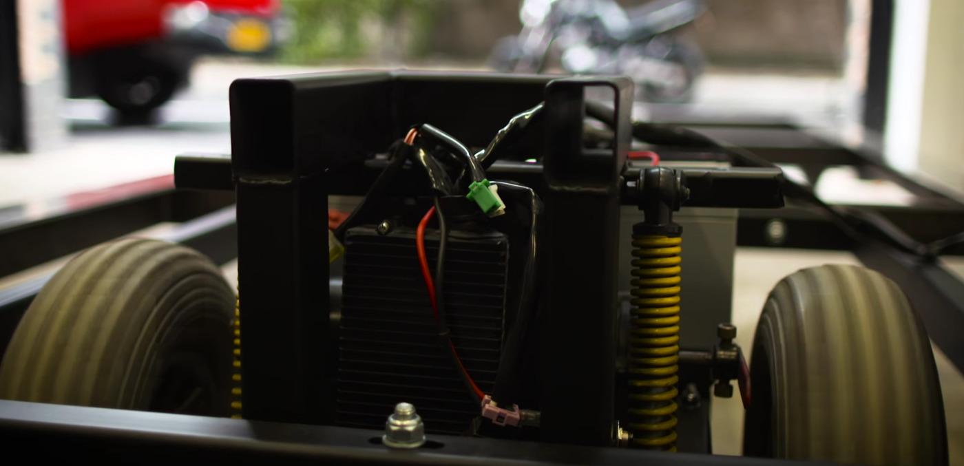 Cardboard car motor w1400
