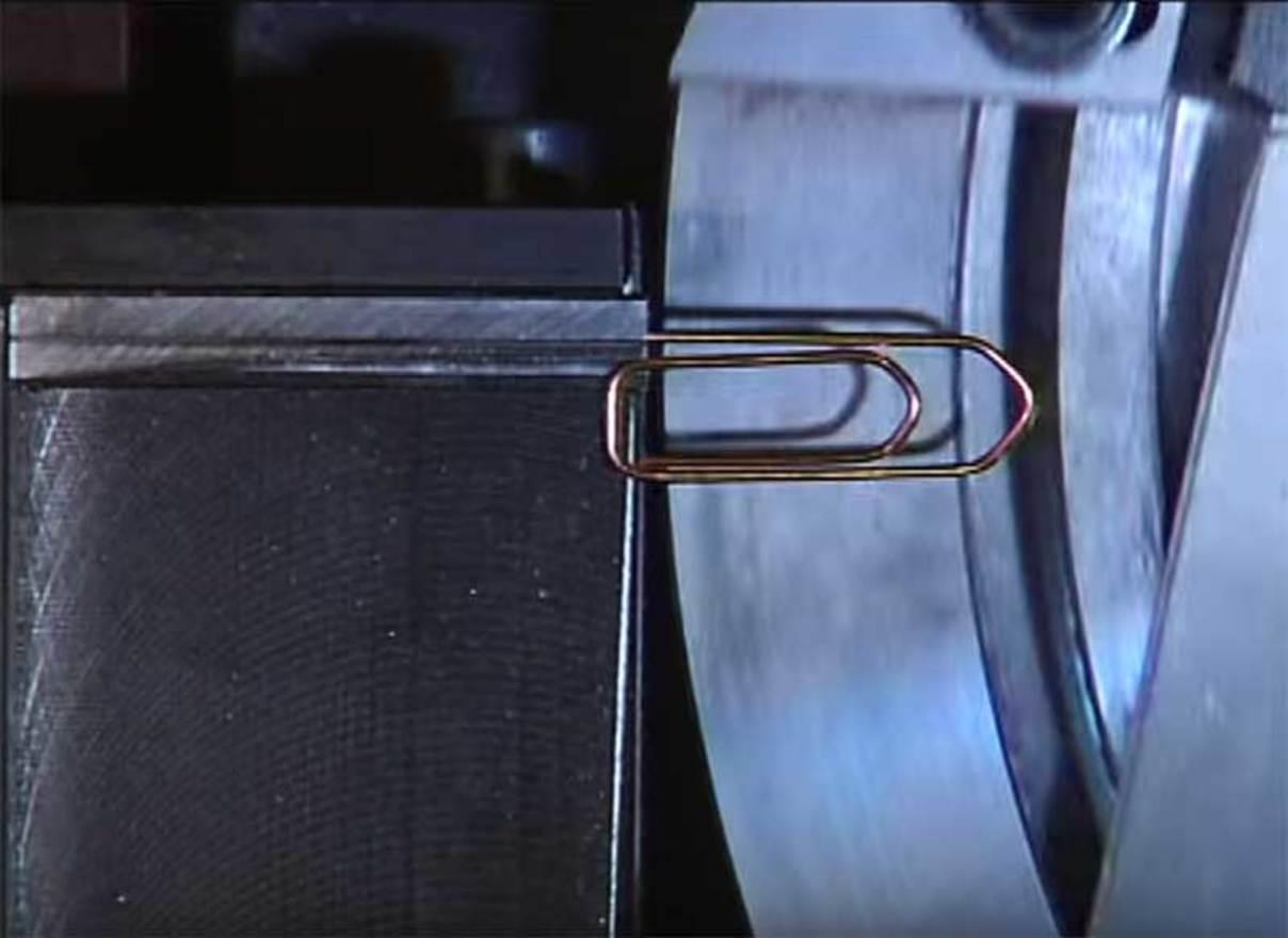 A paperclip machine w1400